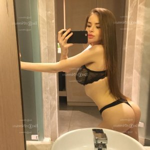 Maena escort girl in Red Oak